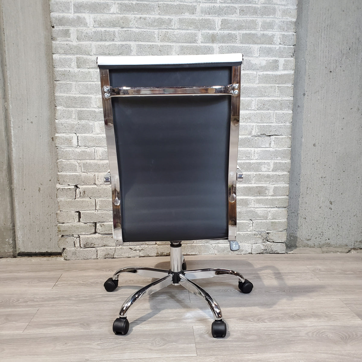 Pre-Owned - Used White Mid-Century Style Office Chair - Duckys Office Furniture