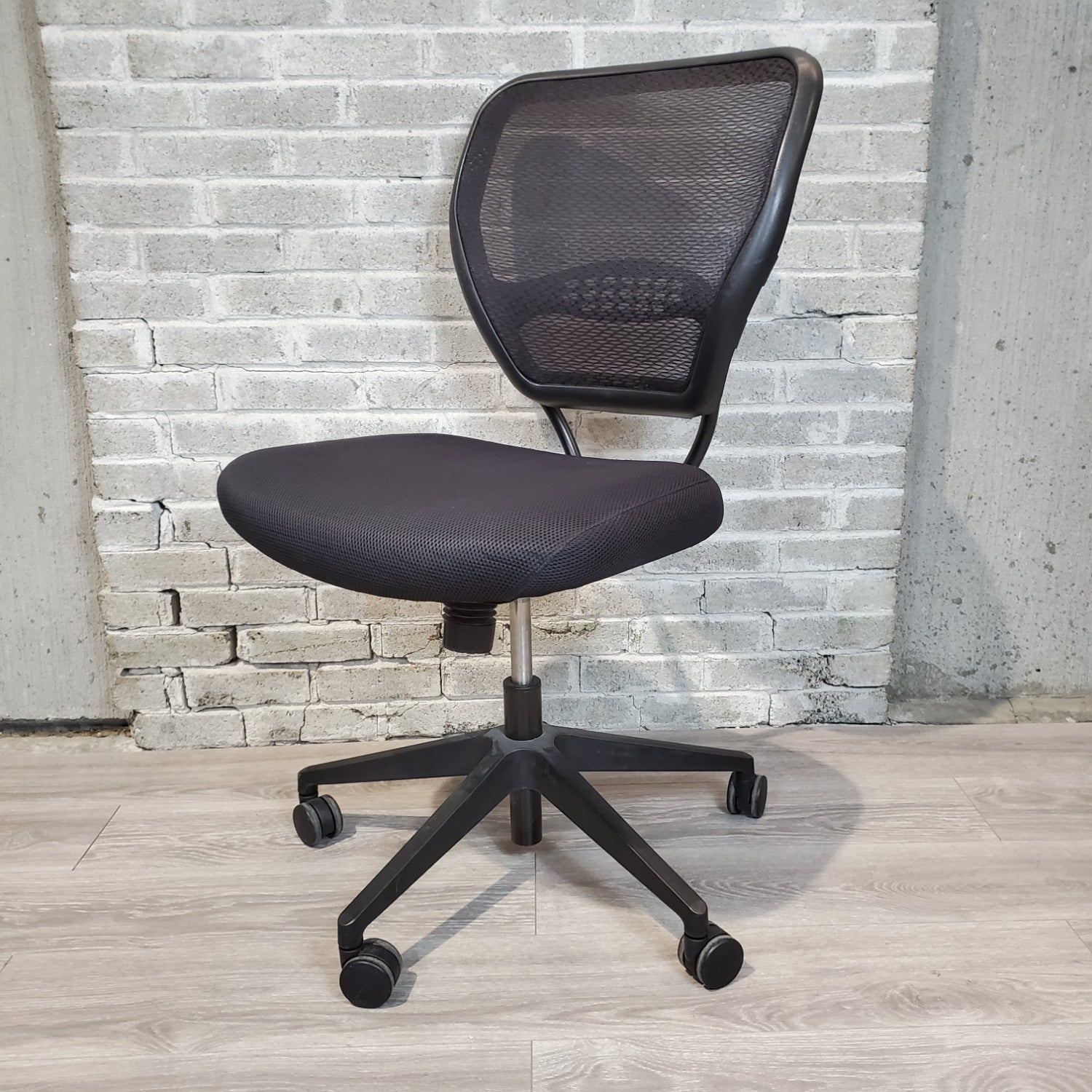 Pre-Owned - Office Star Mesh Back Task Chair - Duckys Office Furniture