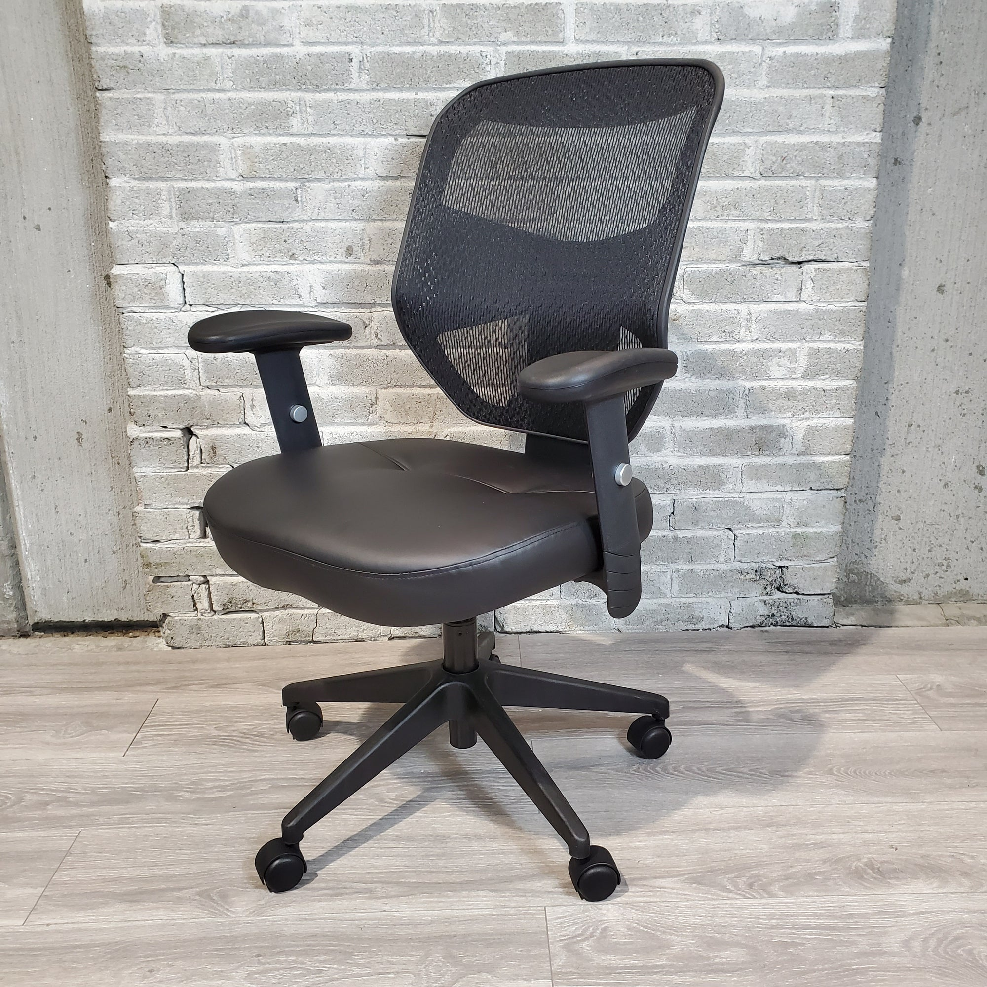 Pre-Owned - CLOSEOUT HON Prominent Task Chair - Duckys Office Furniture