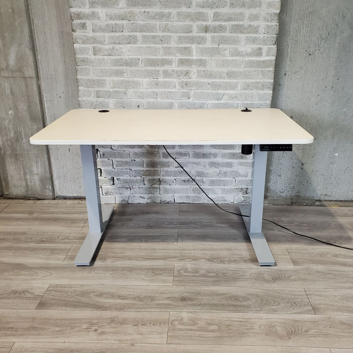Pre-Owned - Used Electric Single Motor Height Adjustable Standing Desk - SILVER BASE/ WHITE OAK TOP - Duckys Office Furniture