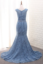 Load image into Gallery viewer, 2019 Scoop Mermaid Lace Mother Of The Bride Dresses With Beads Sweep Train