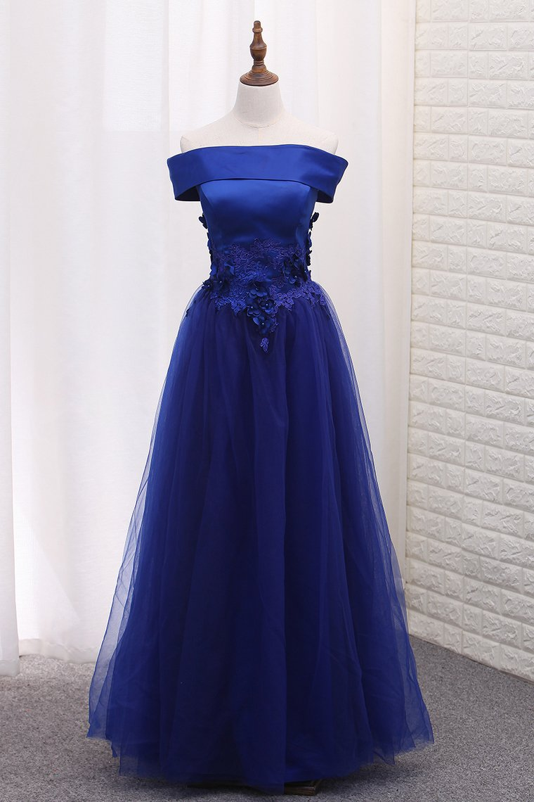 2019 A Line Boat Neck Tulle Prom Dresses With Applique Floor Length