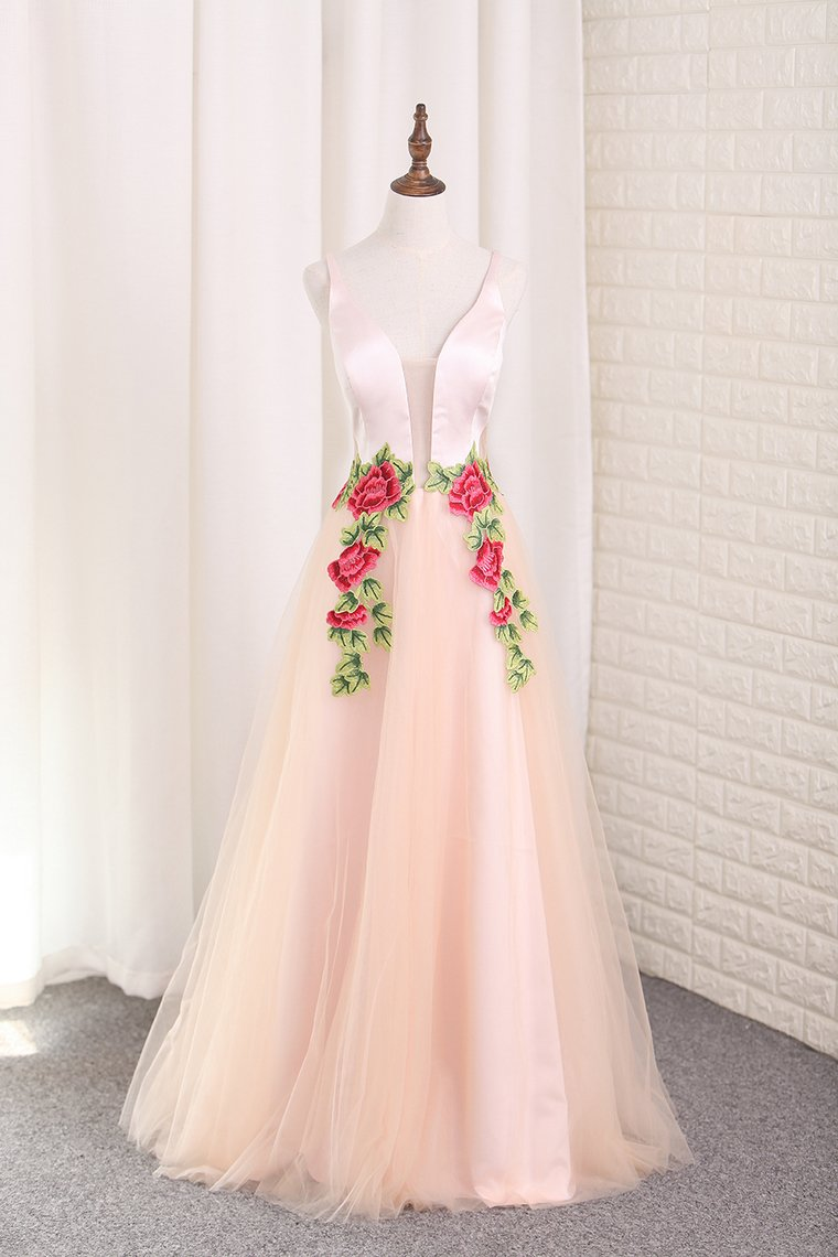 2019 Tulle A Line Spaghetti Straps Prom Dresses With Applique