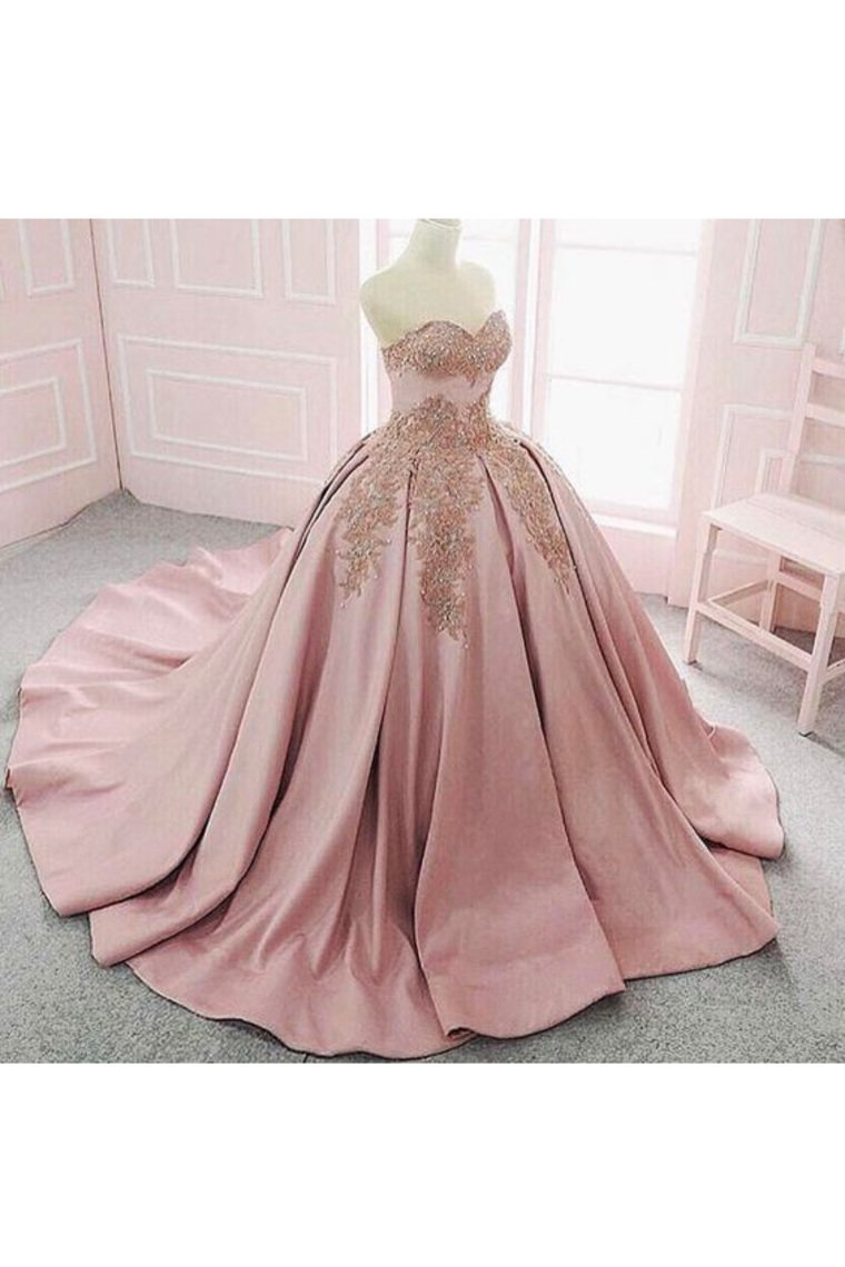 2019 Ball Gown Sweetheart Quinceanera Dresses Satin With Applique Court Train
