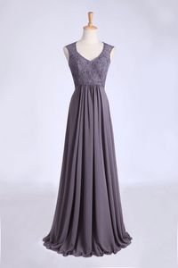 2019 V-Neck A Line Bridesmaid Dresses Floor Length Lace & Chiffon