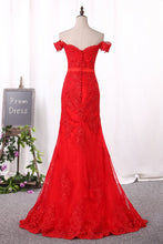 Load image into Gallery viewer, 2019 Red Mermaid Prom Dresses Off The Shoulder Tulle With Applique Covered Button