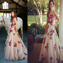 Load image into Gallery viewer, High Quality Sweetheart Sweep Train Champagne Prom Dresses RS592