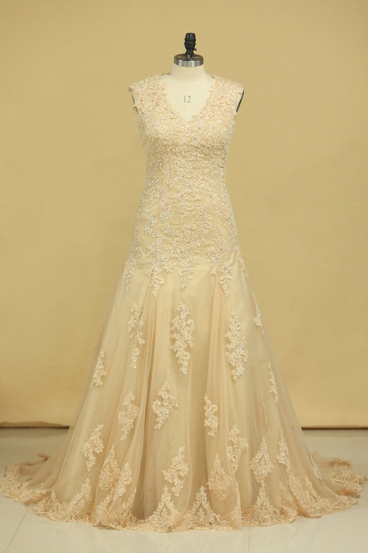 2019 Champagne V-Neck Wedding Dresses A Line Court Train With Applique