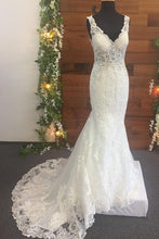 Load image into Gallery viewer, Mermaid Lace Beads Appliques V Neck Ivory Wedding Dresses Long Bridal Dress RS657