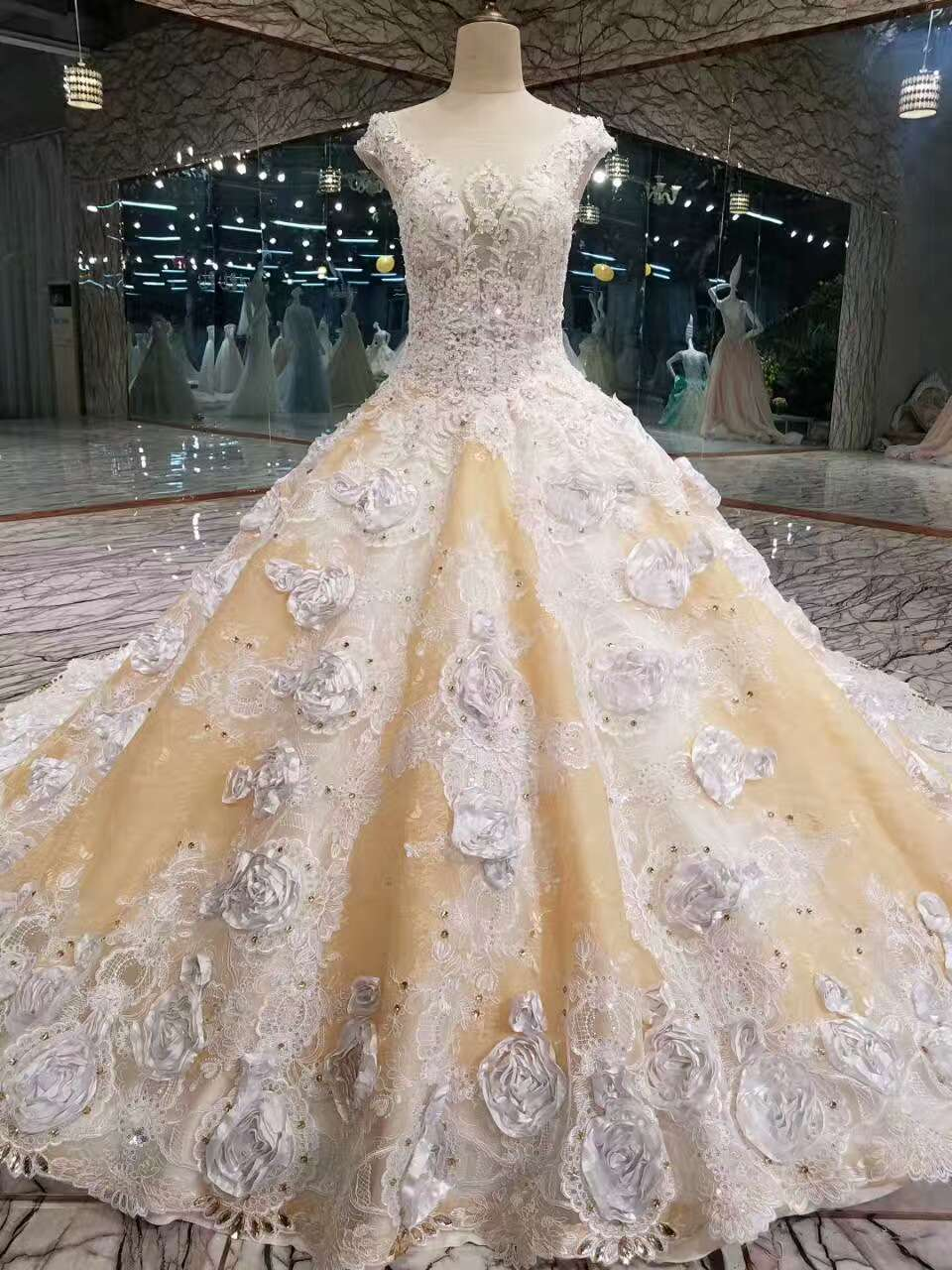 2019 Floral Wedding Dresses Lace Up With Appliques And Crystals Scoop Neck A-Line
