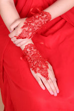 Load image into Gallery viewer, 2019 Lace Wrist Length Bridal Gloves