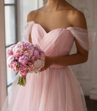 Load image into Gallery viewer, Pink Off the Shoulder Tulle Sweetheart Short Bridesmaid Dresses Homecoming Dresses H1258