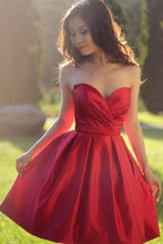 Load image into Gallery viewer, Sweetheart Simple Pleated Red Strapless Satin Party Dresses Short Homecoming Dresses RS915