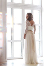 Load image into Gallery viewer, Scoop Neck Long Sleeve Tulle Wedding Dress With Lace Bodice V Back Wedding Gowns RS512