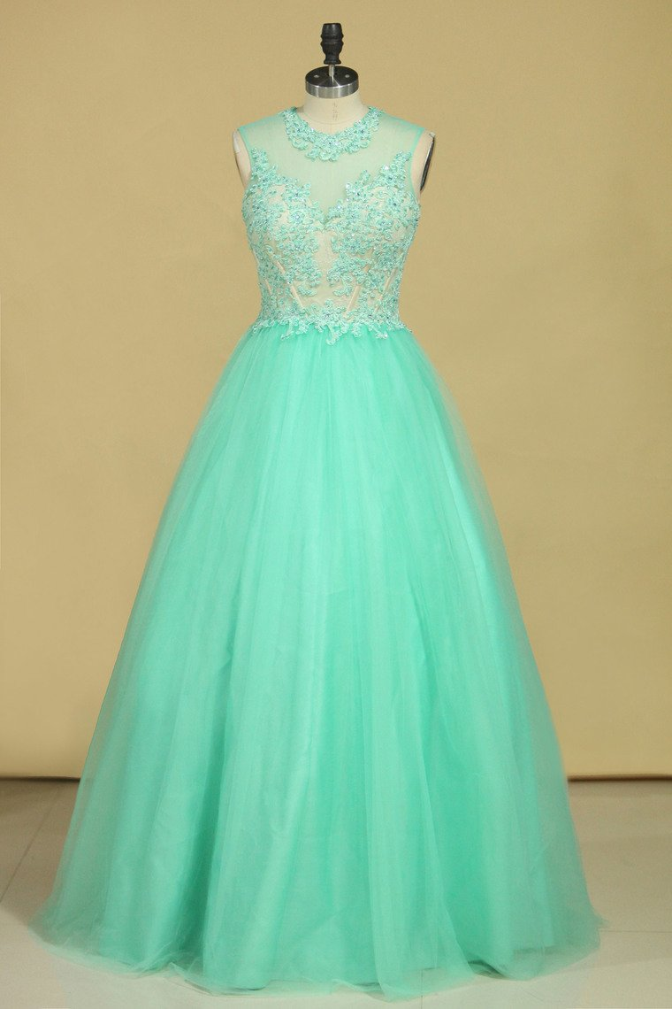 2019 Scoop A Line Tulle Prom Dresses With Applique Floor Length