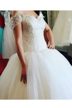 Load image into Gallery viewer, 2019 Off The Shoulder Wedding Dresses A Line Tulle With Beading Court Train