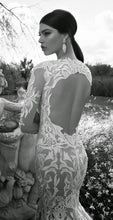Load image into Gallery viewer, Vintage Long Sleeve Lace Open Back Floor-Length Mermaid Tulle White Wedding Dresses RS620