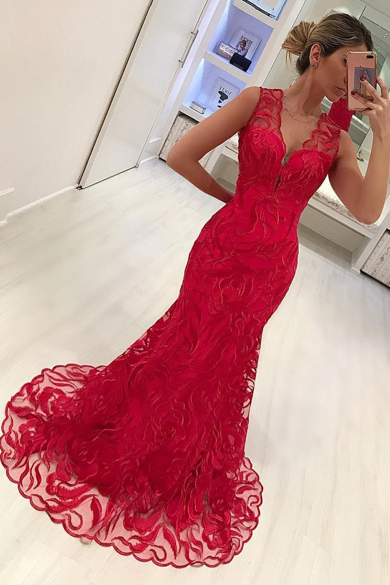 2019 New Arrival V Neck Lace Mermaid Prom Dresses Sweep Train