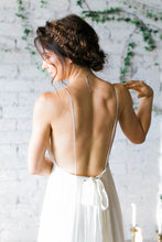 Load image into Gallery viewer, 2019 Sexy Open Back Spaghetti Straps Wedding Dresses A Line Ruched Bodice Chiffon