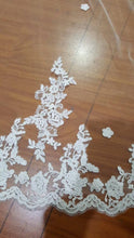 Load image into Gallery viewer, Ivory Lace Tulle Appliques 3D Flowers Wedding Veils RS78