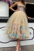 Load image into Gallery viewer, Elegant Strapless Sweetheart Appliques Tulle Tea Length Prom Dresses RS992