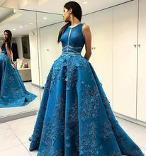 Load image into Gallery viewer, Vintage Lace Appliques Ball Gown Scoop Long Open Back with Pockets Prom Dresses RS111