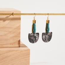 Load image into Gallery viewer, Interconnected Drop Earrings