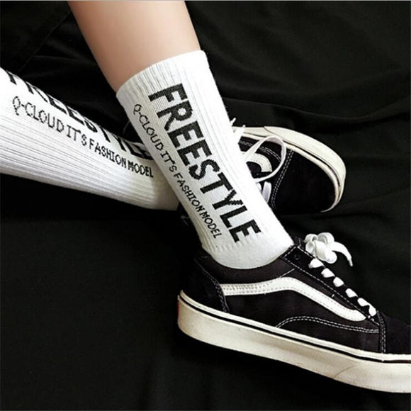 New Printing Letter Black White Men Cotton Socks Male Funny Fashion Harajuku Hip Hop Street Skate Socks For Male Calcetines
