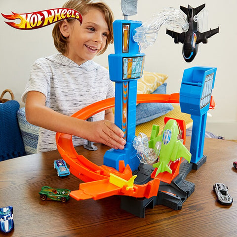 Hot Wheels Jet Jump Airport Play Set