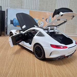 Mercedes AMG v8 turbo Die cast Model 1:24 Scale