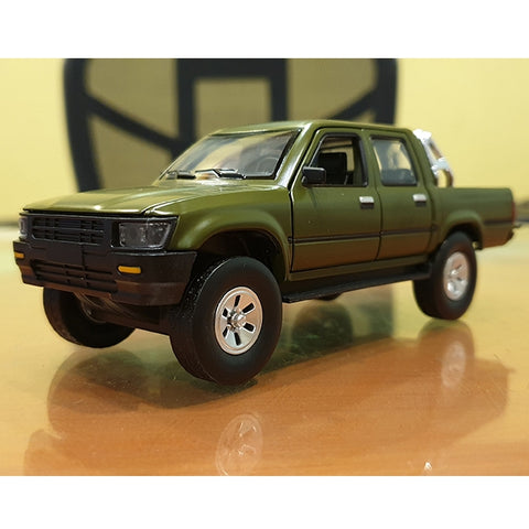 Metal Body Toyota Hilux Pickup Truck with Anti-tank Gun