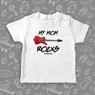 "Cute toddler shirt with saying ""My Mom Rocks"" in white."
