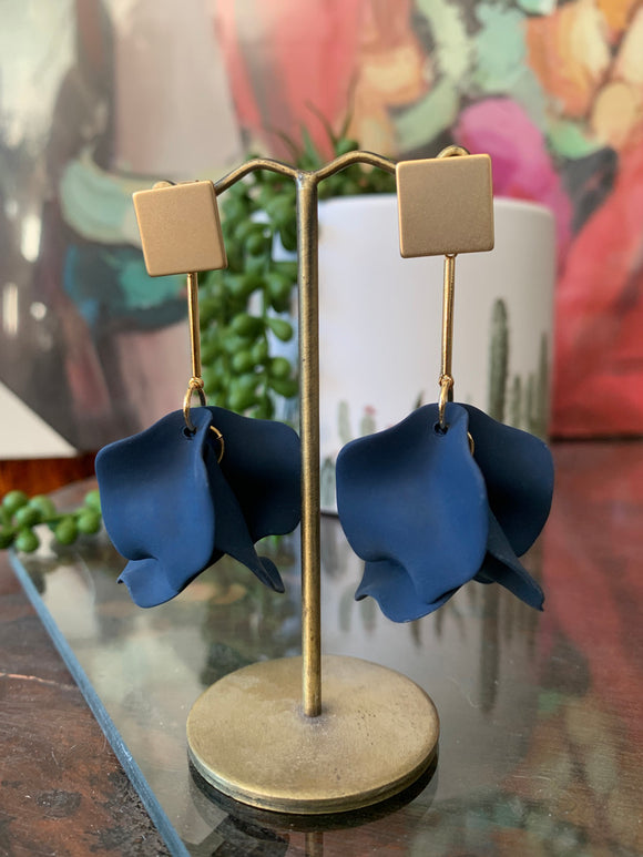 Matte Petal Earrings Azul