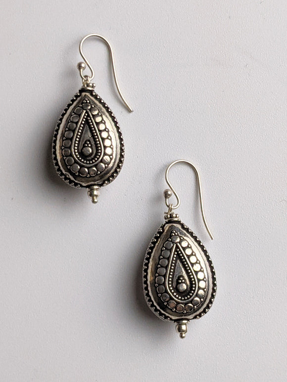 The Detailed Drop Earring