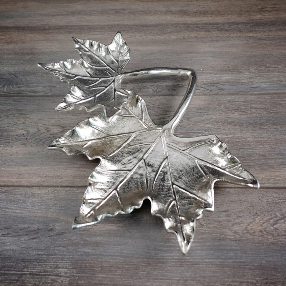 Maple Leaf Metal  Centrepiece