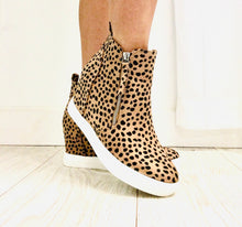 Load image into Gallery viewer, Leopard Wedge Brushed fabric upper