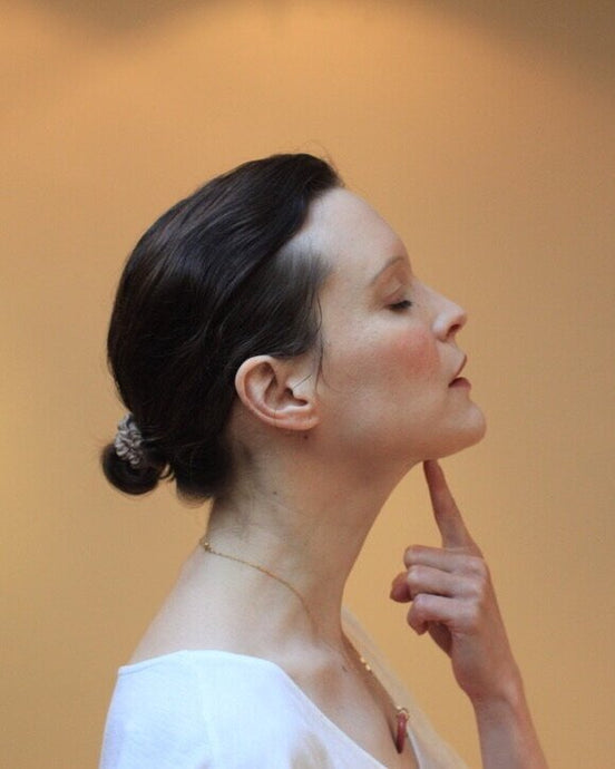 Say goodbye to dull skin: here is Sylvie Lefranc's guide on face yoga