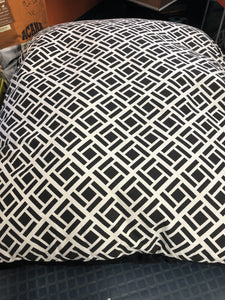 Kort & Co. Zingle Black Pillow Bed 44x36""