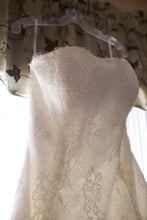 Load image into Gallery viewer, Monique Lhuillier 'Bliss' - Monique Lhuillier - Nearly Newlywed Bridal Boutique - 2