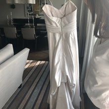 Load image into Gallery viewer, Anna Maier 'Felicitie' size 0 used wedding dress back view on bride