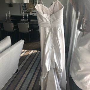 Anna Maier 'Felicitie' size 0 used wedding dress back view on bride