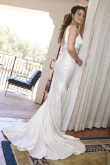 Alvina Valenta '5169' size 6 used wedding dress side view on bride