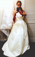 Load image into Gallery viewer, Amsale 'Astor' size 2 new wedding dress front view on bride