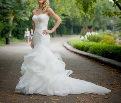 Pronovias 'Ledurne' size 2 used wedding dress front view on bride