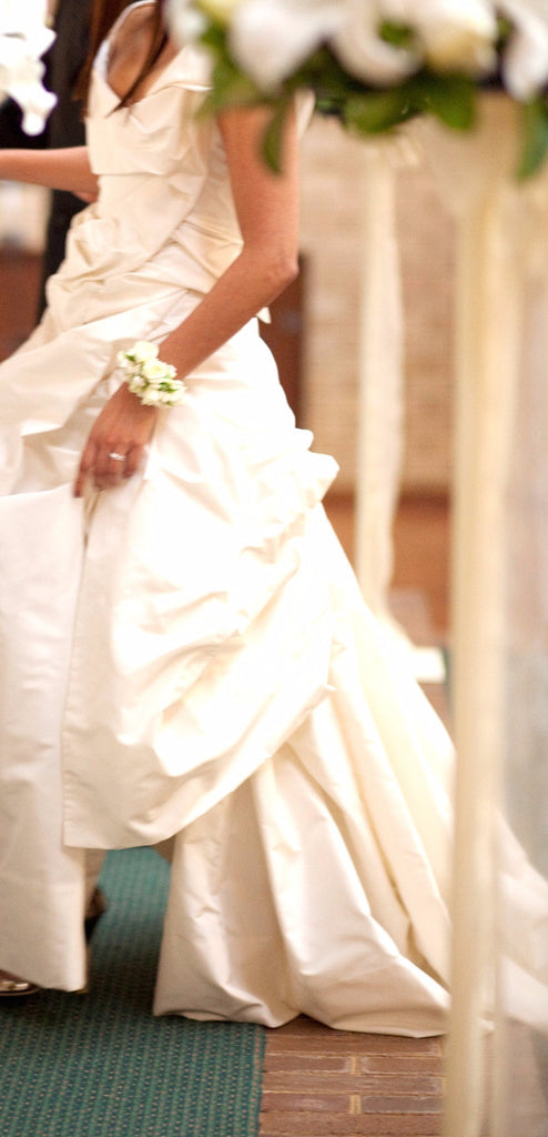 Vera Wang 'Vivienne Westwood' size 2 used wedding dress side view on bride