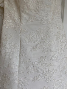 Alfred Angelo 'Elegant White' size 4 used wedding dress close up of fabric