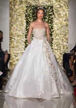 Load image into Gallery viewer, Reem Acra 'I'm Awesome' size 2 used wedding dress front view on model