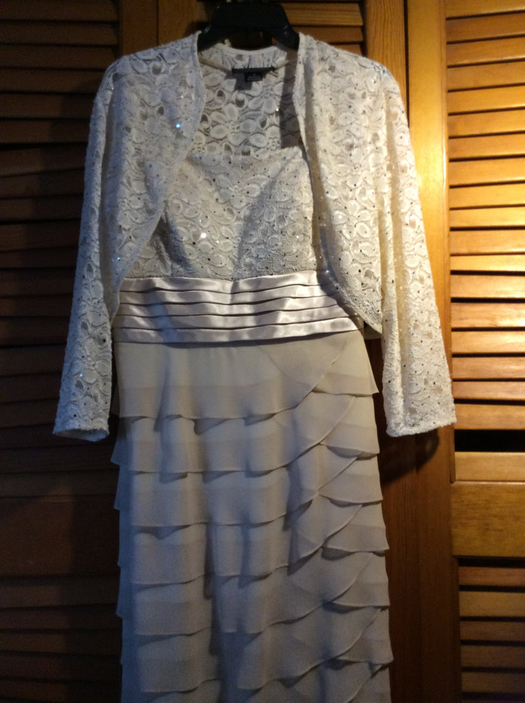 Jess Howard '5m6984' size 12 used wedding dress front view on hanger