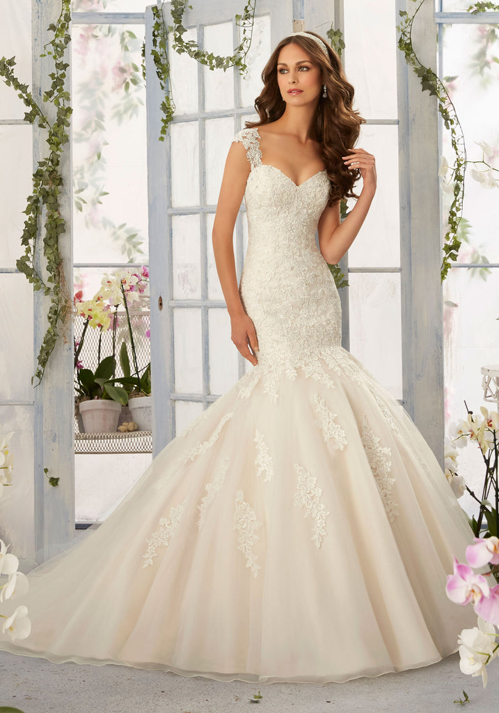 Mori Lee '5407' size 14 new wedding dress front view on model