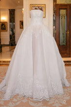 Load image into Gallery viewer, Jacy Kay 'Custom' size 8 used wedding dress front view on mannequin